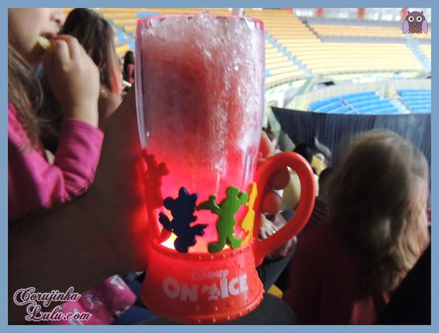 Coleção de canecas copos copão copo caneca disney on ice tesouros disney luminosa luminoso pisca luz | ©CorujinhaLulu.com