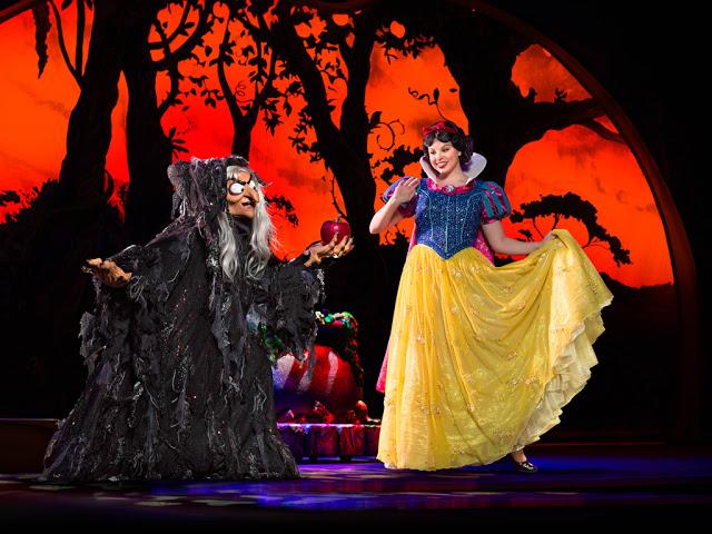 Disney Live! O Caminho Mágico de Mickey e Minnie Mickey's Magic Show branca de neve maçã maçã envenenada bruxa velha rainha má snow white evil queen