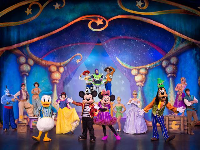 Disney Live! O Caminho Mágico de Mickey e Minnie Mickey's Magic Show enrolados aladdin branca de neve donald pateta toy story tinker bell cinderela